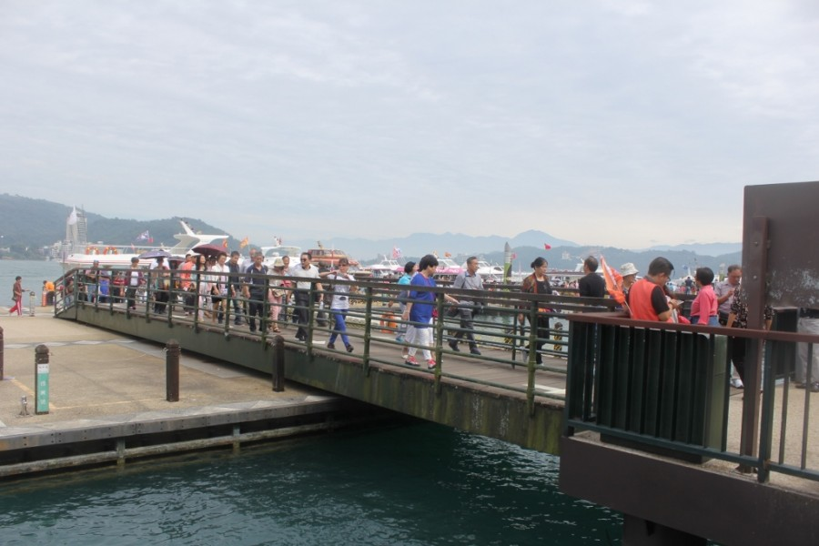 Wharf's thronging with tourists